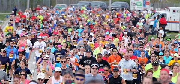 Participants start the Long Island Marathon on May