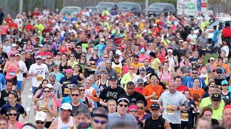 Participants start the Long Island Marathon on May