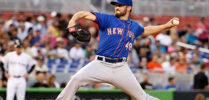 Jonathon Niese of the Mets delivers a pitch