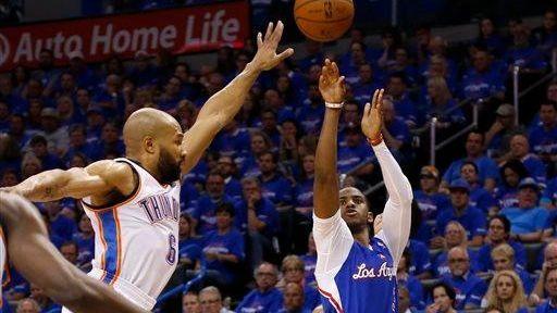 Los Angeles Clippers guard Chris Paul (3) shoots