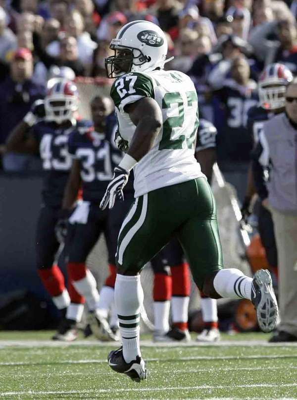 Jets' Abram Elam runs an interception back for