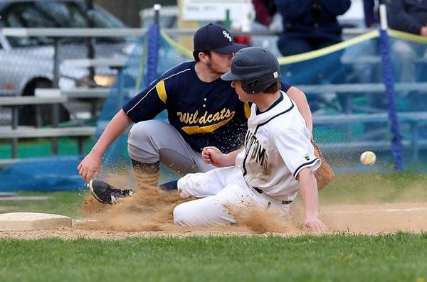 Bayport's Matt McKinnon is safe at third base