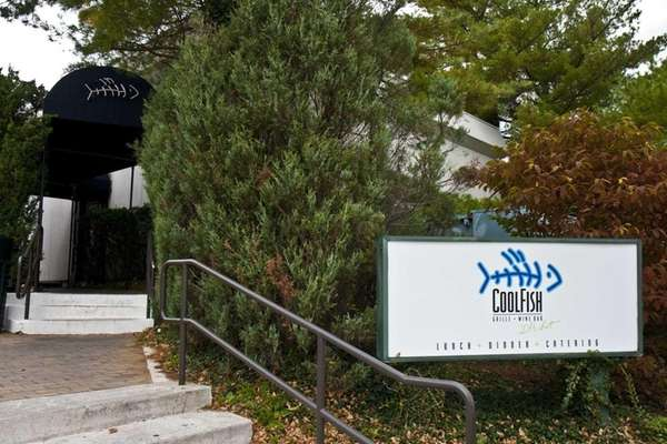 CoolFish in Syosset has closed.