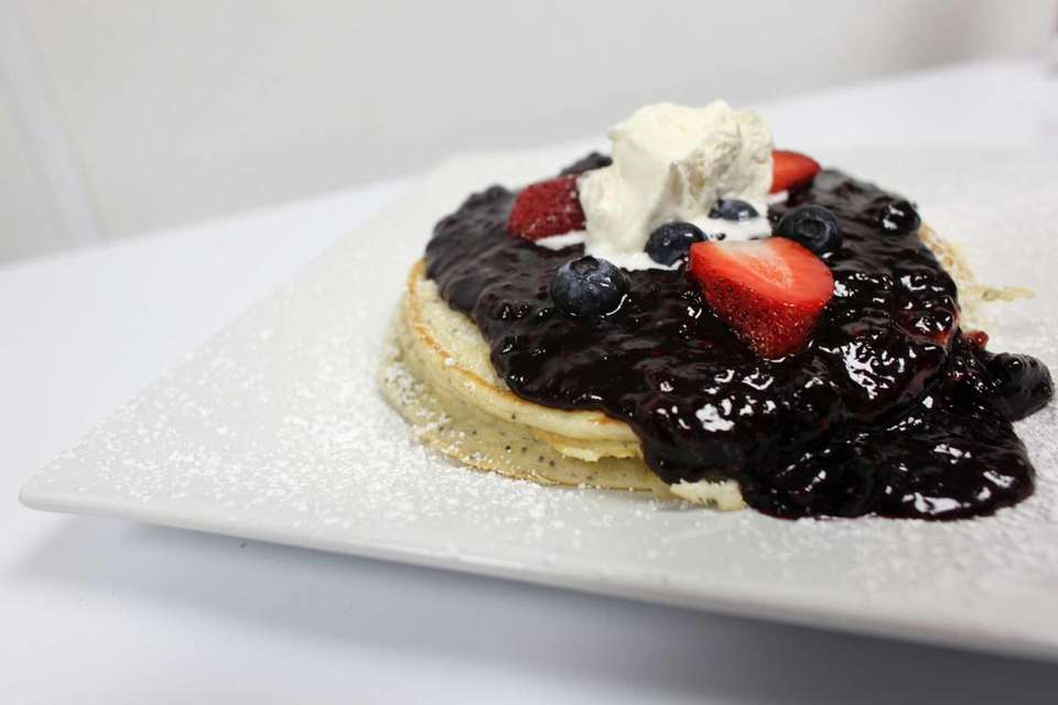 Morning Rose Cafe, Bellmore: A bed-and-breakfast vibe and