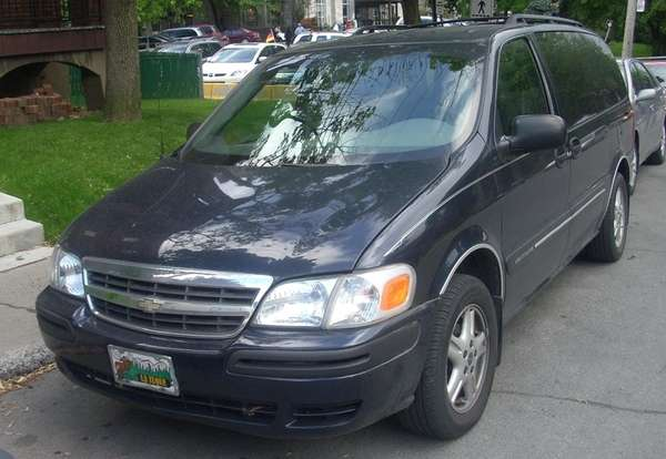 A photo of a 2005 Chevrolet Venture taken