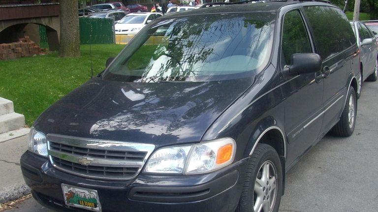 A photo of a 2005 Chevrolet Venture taken