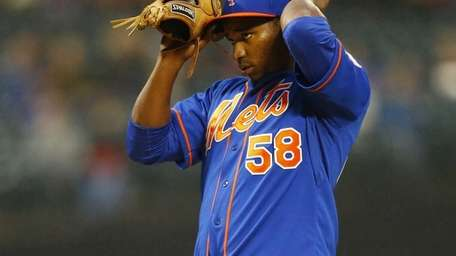 Jenrry Mejia prepares for a game against the