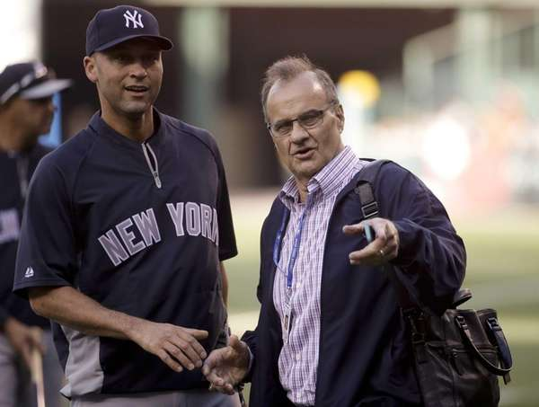 Former Yankees manager Joe Torre, right, and Yankees'