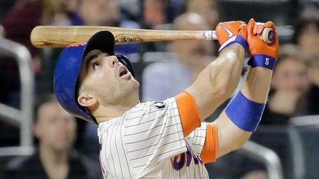 Mets third baseman David Wright reacts as he