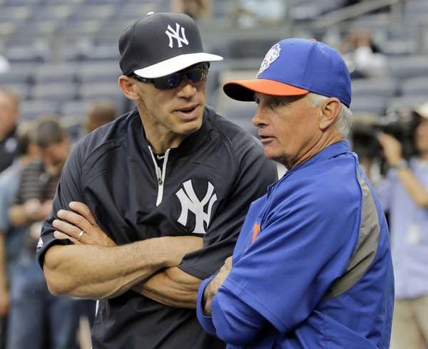 Mets manager Terry Collins talks with Yankees manager