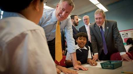 Mayor Bill de Blasio visits a fourth-grade art