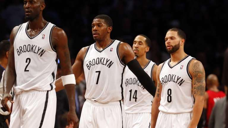 Kevin Garnett #2, Joe Johnson #7, Shaun Livingston