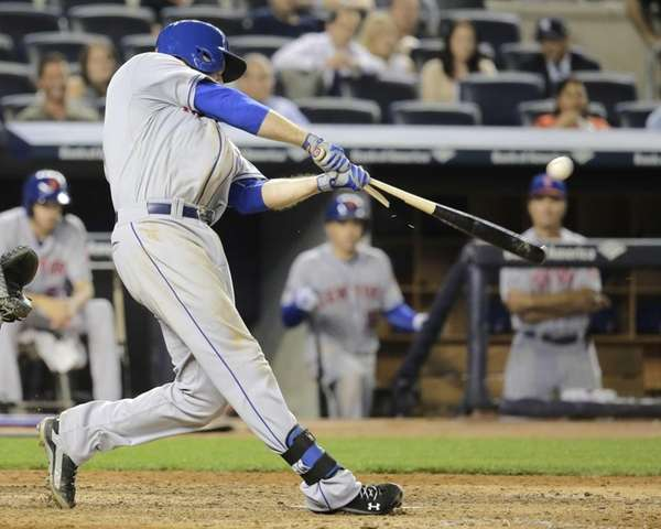 Lucas Duda breaks his bat as he hits