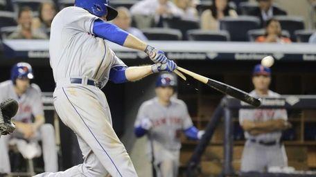 Lucas Duda breaks his bat as he hits