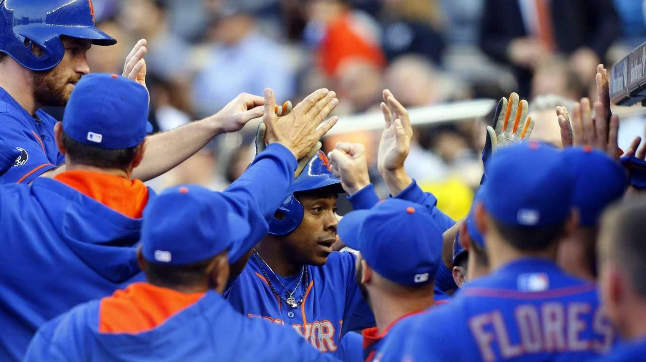 Curtis Granderson celebrates his first-inning three-run home run