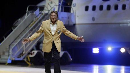 Hall of Fame quarterback Joe Namath gestures to