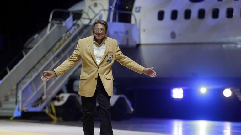 Hall of Fame quarterback Joe Namath gestures to