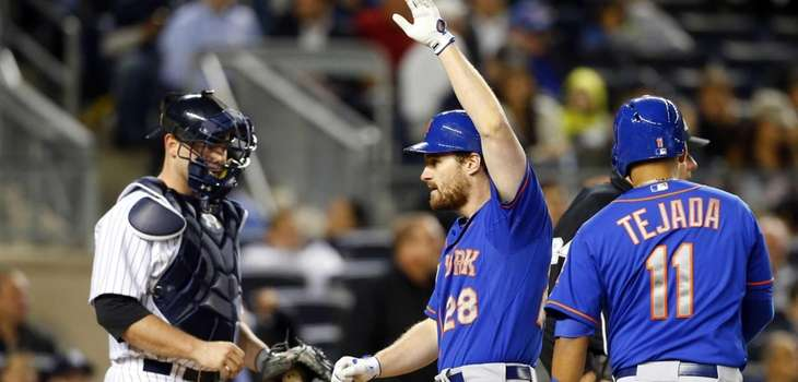 Daniel Murphy of the Mets celebrates his fifth-inning,