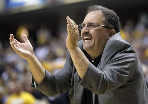 Then-Orlando Magic head coach Stan Van Gundy gestures