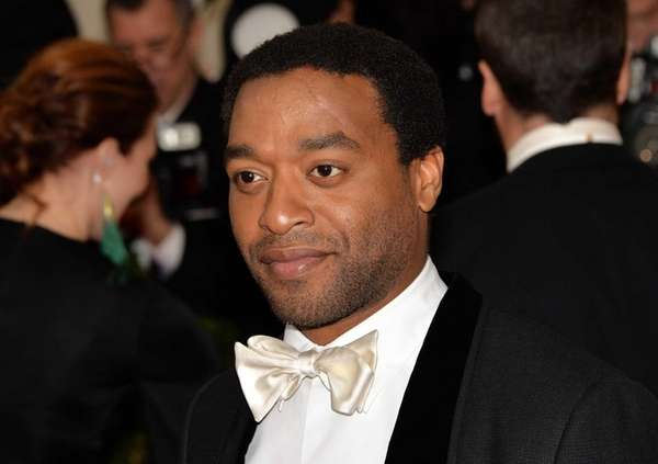 Chiwetel Ejiofor arrives for the Costume Center Gala