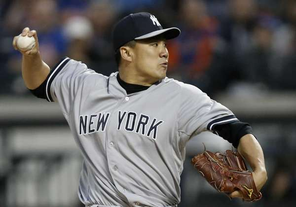 Yankees starting pitcher Masahiro Tanaka (19) delivers in
