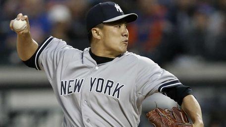 Yankees starting pitcher Masahiro Tanaka (19) delivers in