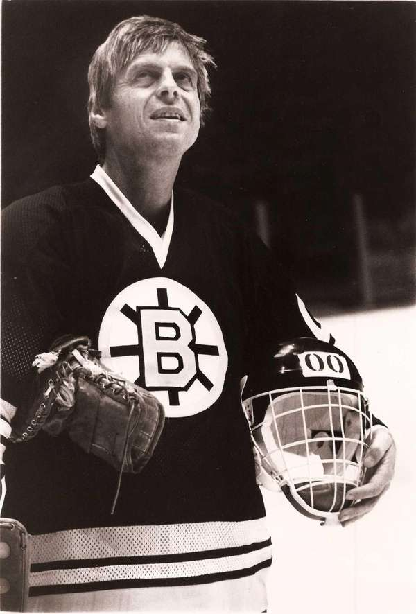 George Plimpton practicing with the Boston Bruins in