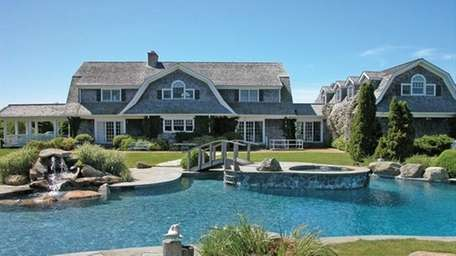 Paris Hilton's family owns this Water Mill estate,
