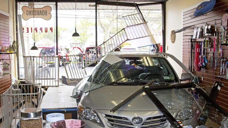 A car crashed through the facade of Pet