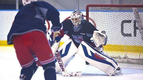 Rangers goalie Henrik Lundqvist prepares for Game 1
