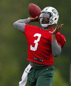 Quarterback Tajh Boyd of the Jets looks to