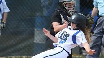Hauppauge's Angela Rizzo gets tagged out at the