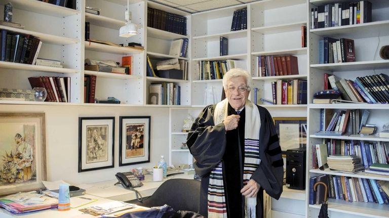 Rabbi March Gellman prepares for a Shabbat ceremony