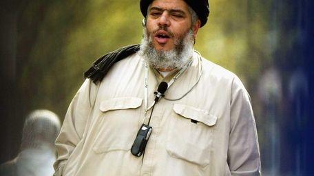 Radical Muslim cleric Abu Hamza leads Friday prayers