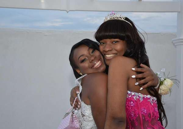 Quiana Sutton and Tyela Saylor, both 17, pose