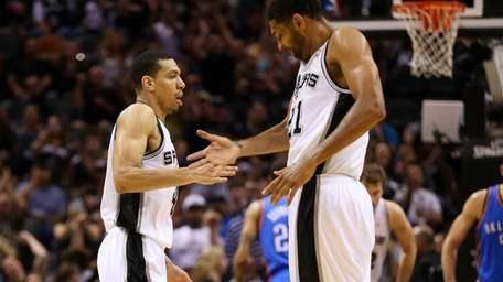 Danny Green and Tim Duncan of the San