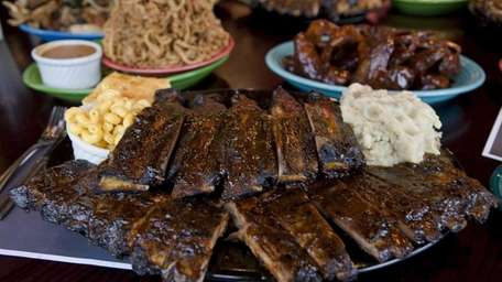 One of the rib platters at Smokin' Al's