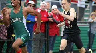 Brentwood's Tobias Nelson wins the Division I 400