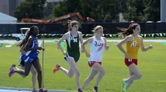 Jazmine Fray from Kellenberg runs with the pack,
