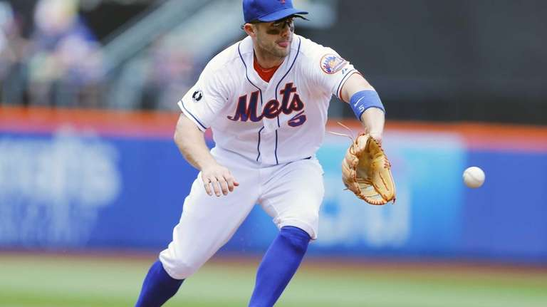 David Wright #5 of the Mets fields the