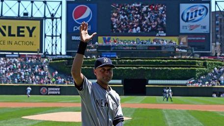 Derek Jeter #2 of the Yankees waves to