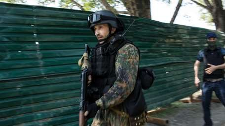 Pro-Russian separatist fighters take positions outside the Donetsk