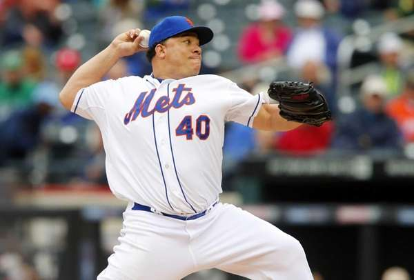 Bartolo Colon of the Mets pitches in the