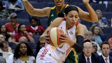 Washington Mystics guard Bria Hartley (8) draws a