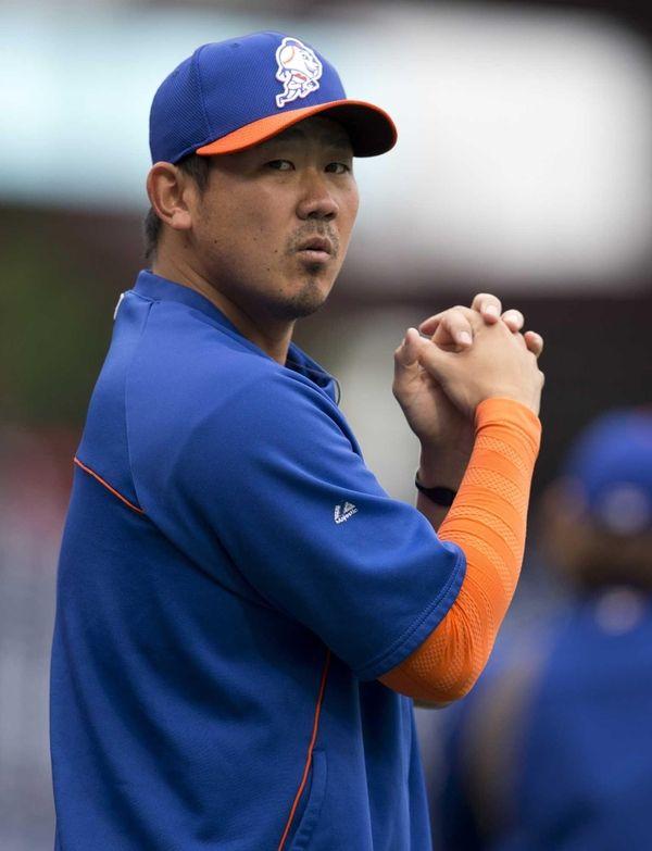 Pitcher Daisuke Matsuzaka of the Mets warms up