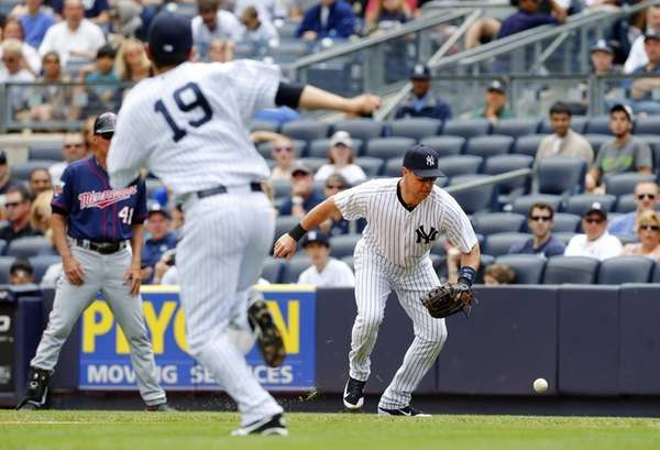 Mark Teixeira of the Yankees fields a ball