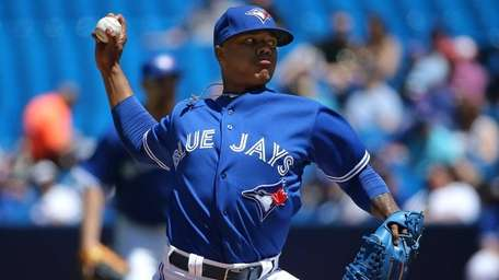 Marcus Stroman of the Toronto Blue Jays delivers