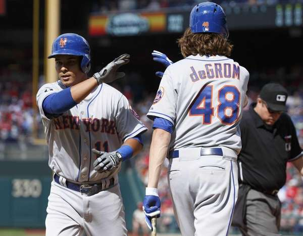The Mets' Ruben Tejada, left, gets a high-five