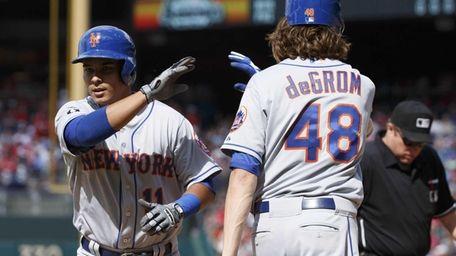 The Mets' Ruben Tejada, left, gets a high-five
