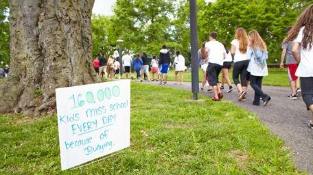 Long Islanders participate in the Bullying Awareness Walk